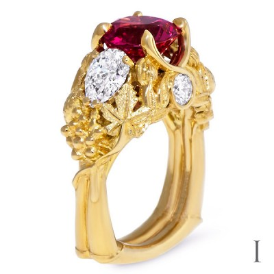18 ct Gold Ring Oval-Shaped Padparadscha Sapphire Pear-Shaped Diamonds