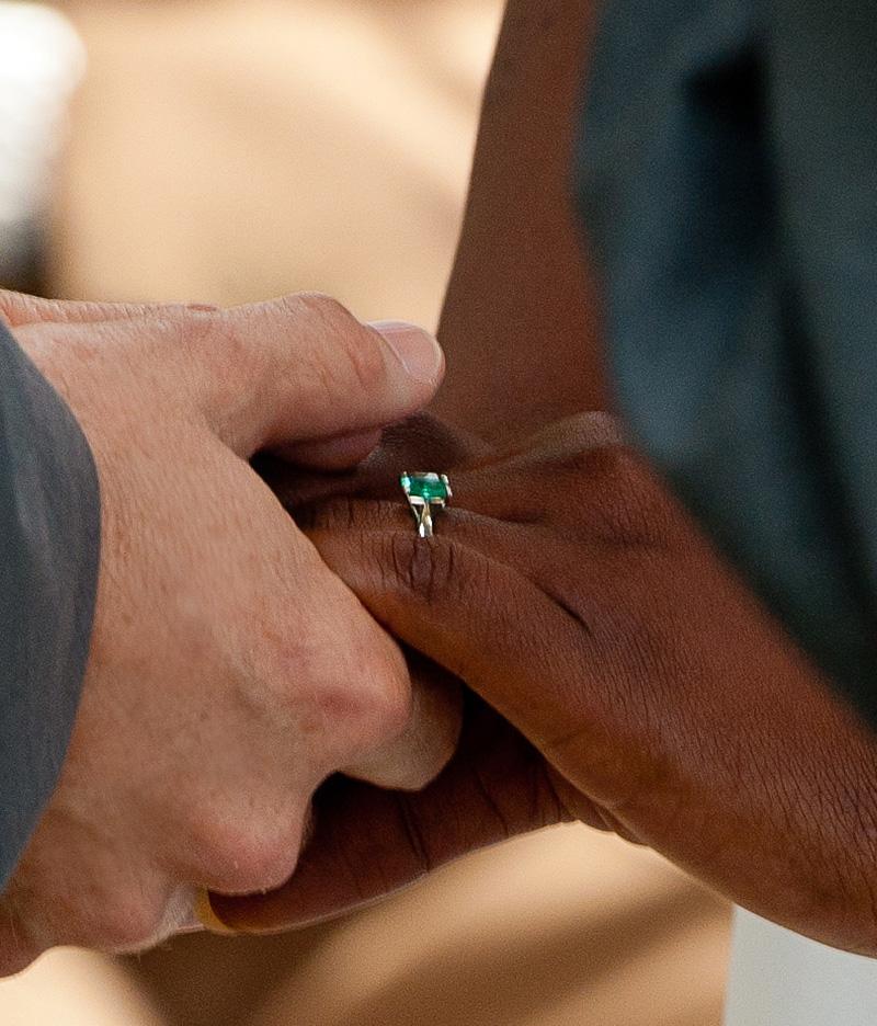 testimonial-handsring