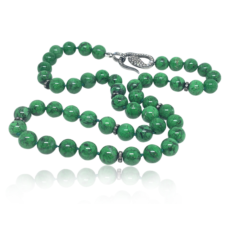 Vibrant green Maw Sit-Sit bead necklace