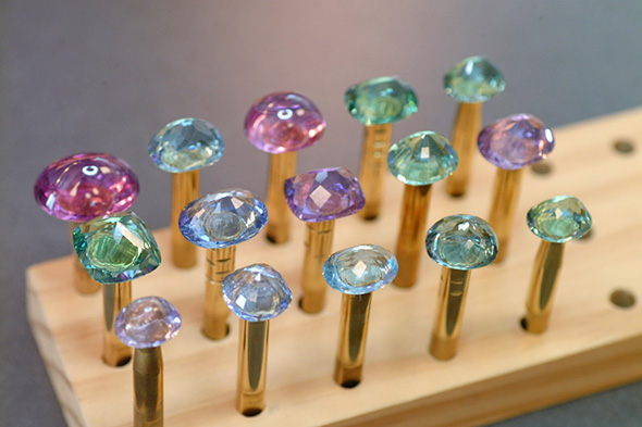 Evaluation of cuprian tourmaline gem before starting recutting