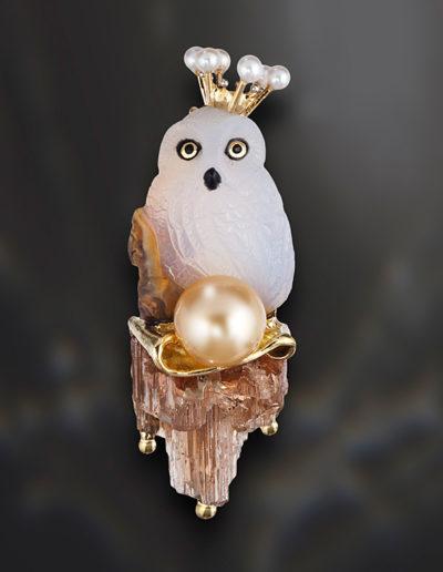 Petite Owl Queen ~ caption