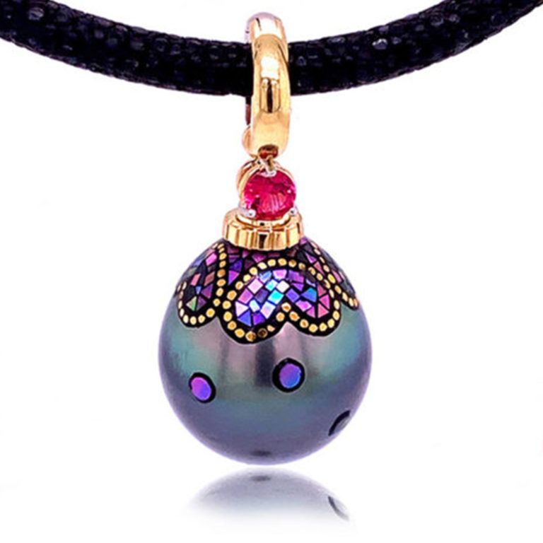 This versatile bale lets you do two things: Wear drops and charms as pendants and wear pendants on chains or beads you cannot normally fit a pendant over.